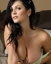 Hot photo of Denise Milani
