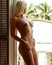 Hot photo of Niki Lee